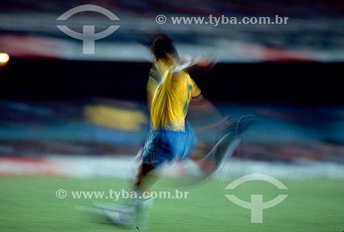 Jogo de futebol - jogador da Seleção Brasileira