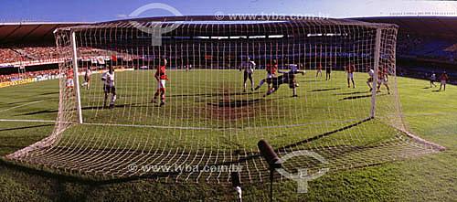 Estádio do Maracanã   em dia de jogo - partida de futebol - Flamengo x Corinthians - goleiro na defesa - Rio de Janeiro - RJ - Brasil  O estádio é Patrimônio Histórico Nacional desde 26-12-2000.  - Rio de Janeiro - Rio de Janeiro - Brasil
