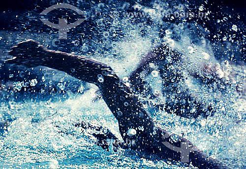 Natação - detalhe do braço do nadador