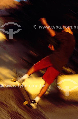 Rapaz no skate - Urca - Rio de Janeiro - RJ - Brasil  - Rio de Janeiro - Rio de Janeiro - Brasil