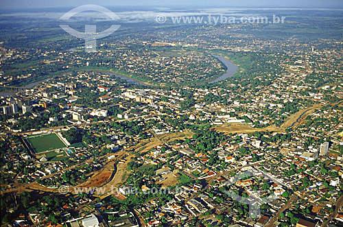 Imagem aérea da cidade de Rio Branco - AC, mostrando o rio Acre e a construção do