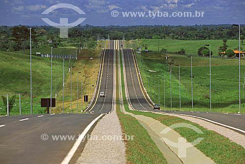 Estrada duplicada em Rio Branco - Acre, ligando o aeroporto internacional ao centro da cidade(maio de 2001)  - Rio Branco - Acre - Brasil