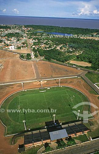 Imagem aérea mostrando o estádio do Zerão, com metade do campo no hemisfério norte (à esquerda), e a outra metade no hemisfério sul (à direita)  - Macapá - Amapá (AP) - Brasil