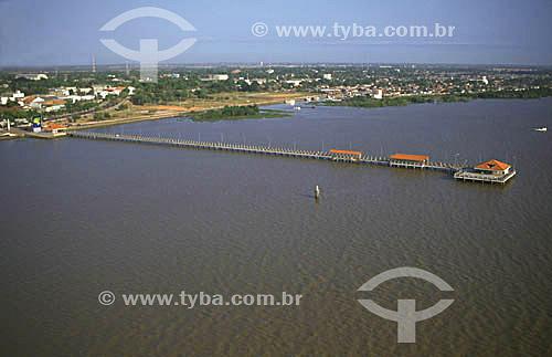 Imagem aérea do trapiche Eliézer Levy sobre o Rio Amazonas, na frente da cidade de Macapá - AP - março de 2000.  - Macapá - Amapá - Brasil