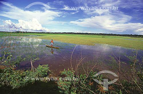 Pescador na Área de Proteção Ambiental do Rio Curiaú (APA) - remanescente de quilombo - Macapá - AP - agosto de 2000.  - Macapá - Amapá - Brasil