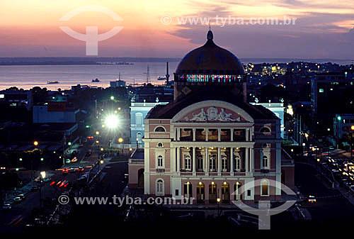 Teatro Amazonas ao pôr do sol  - Manaus - Amazonas - Brasil