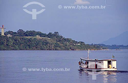 Barco para transporte de pessoas e a Torre do Projeto SIVAM - Sistema de Vigilância da Amazônia ao fundo -  São Gabriel da Cachoeira - Alto Rio Negro - AM - Amazônia - Brasil  - São Gabriel da Cachoeira - Amazonas - Brasil