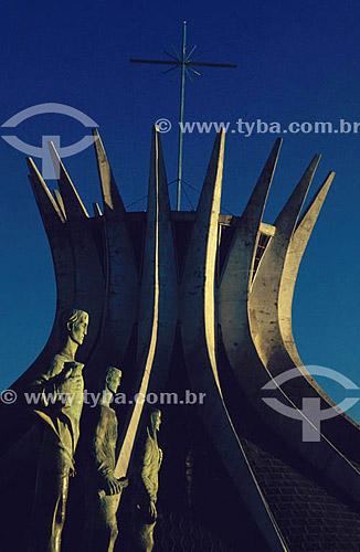Catedral de  Brasília (1) - Brasília (2) - DF - Brasil(1)A Catedral é Patrimônio Histórico Nacional desde 13-08-85.(2)A cidade de Brasília é Patrimônio Mundial pela UNESCO desde 11-12-1987.  - Brasília - Distrito Federal - Brasil