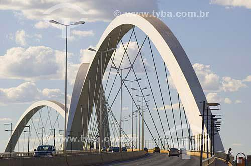 Ponte JK sobre o lago Paranoá em Brasília - DF - Brasil - agosto 2005  - Brasília - Distrito Federal - Brasil
