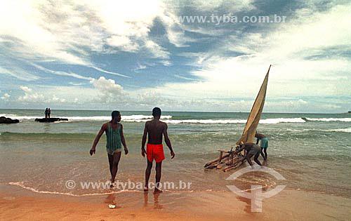 Pescadores com jangada na praia de Itapoa - Salvador - Bahia - Brasil  - Salvador - Bahia - Brasil