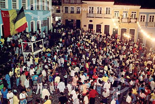 Multidão no Pelourinho esperando para assistir o Olodum - Salvador  - BA - Brasil  A cidade é Patrimônio Mundial pela UNESCO desde 06-12-1985.  - Salvador - Bahia - Brasil