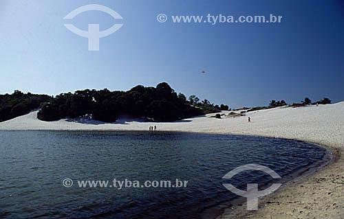 A areia branca e águas negras da Lagoa de Abaeté - Salvador - Bahia - Brasil  - Salvador - Bahia - Brasil