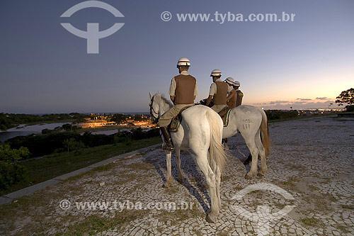 Patrulha de guarda montada da Polícia Militar na Lagoa de Abaeté - Salvador - BA - Brasil  - Salvador - Bahia - Brasil