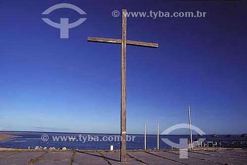Assunto: Cruz de madeira em Coroa Vermelha, Baía de Cabrália, local onde Desembarcou Pedro Alvarez Cabral e onde foi realizada a primeira missa no Brasil / Local: Santa Cruz de Cabrália - Bahia (BA) - Brasil / Data: 2000