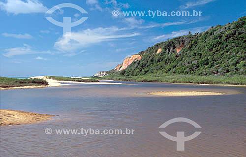Praia de Taípe - Lagoa interna na barra de um rio perto de Trancoso - Porto Seguro (1) - litoral sul da Bahia - Brasil(1) A área denominada Costa do Descobrimento (Reserva da Mata Atlântica) é Patrimônio Mundial pela UNESCO desde 01-12-1999 e nela estão localizadas 23 áreas de proteção ambiental na Bahia (incluindo Porto Seguro).  - Porto Seguro - Bahia - Brasil