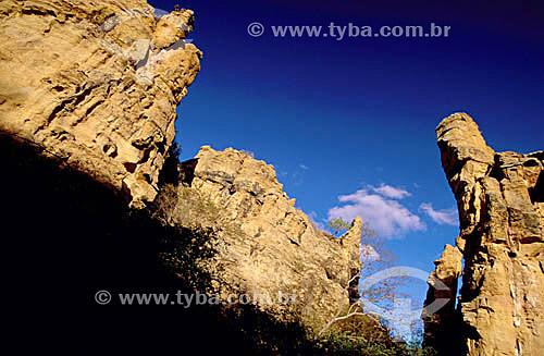 Formações Rochosas no Raso da Catarina próximo à cidade de Paulo Afonso - Reserva Ecológica Nacional Raso da Catarina - BA - Brasil  - Bahia - Brasil