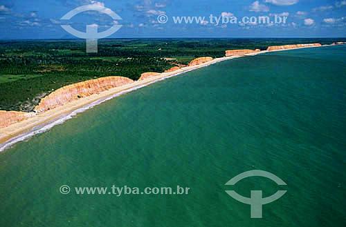Vista aérea das falésias de Prado - Costa das Baleias - litoral sul da Bahia State - Brasil / 2001  - Prado - Bahia - Brasil