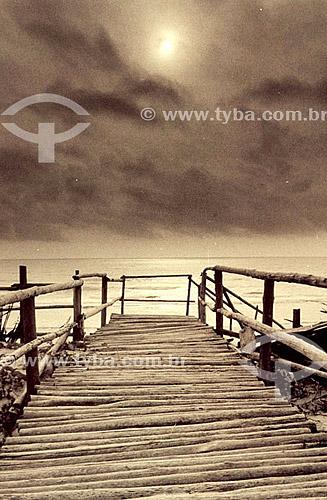 Paisagem com ponte e mar ao fundo - Itaúnas - ES - Brasil  - Itaúna - Espírito Santo - Brasil