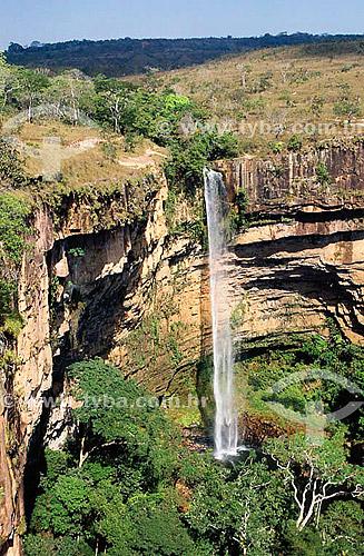 Cachoeira Véu da Noiva - Parque Nacional da Chapada dos Guimarães - MT - Brasil - 2002  - Chapada dos Guimarães - Mato Grosso - Brasil