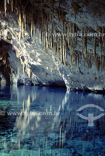 Estalactites na  Gruta do Lago Azul  - Bonito - Mato Grosso do Sul - Brasil As grutas do Lago Azul são Patrimônios Históricos Nacionais desde 01-11-1978.   - Bonito - Mato Grosso do Sul - Brasil