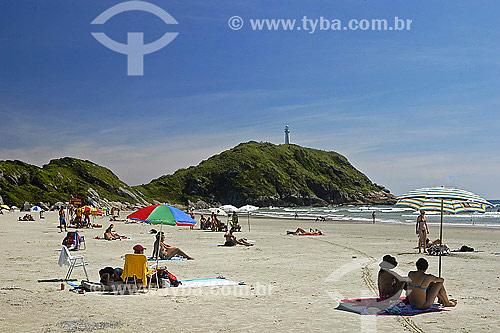 Praia de Fora com Farol das Conchas ao fundo - Ilha do Mel - PR - Brasil / Data: 2007