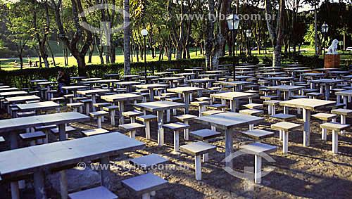 Bancos e mesas de pedra - Parque Barigui - Curitiba - Paraná - 2002  - Curitiba - Paraná - Brasil
