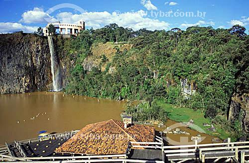 Cachoeira e passarela no Parque Tanguá - Curitiba - Paraná - 2002  - Curitiba - Paraná - Brasil