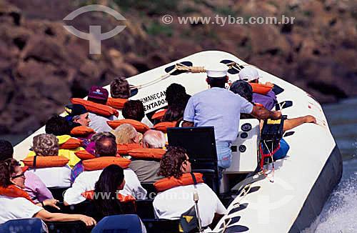 Turismo ecológico de aventura - Cataratas de Foz do Iguaçú - Parque Nacional de Iguaçú  - PR - Brasil - fevereiro/2002  O Parque Nacional do Iguaçu é Patrimônio Mundial pela UNESCO desde 28-11-1986.  - Foz do Iguaçu - Paraná - Brasil