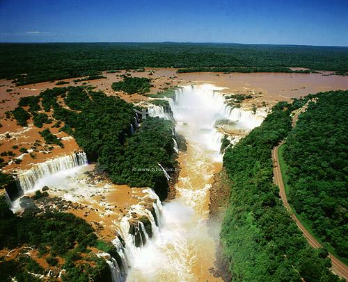 Catarata de Foz de Iguaçú - Parque Nacional do Iguaçú - PR - Brasil  O Parque Nacional do Iguaçu é Patrimônio Mundial pela UNESCO dede 28-11-1986.  - Foz do Iguaçu - Paraná - Brasil