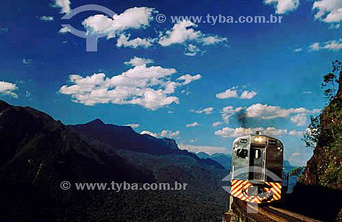 Trem na Serra da Graciosa - Linha Curitiba-Paranaguá - PR - Brasil / Data: 2004