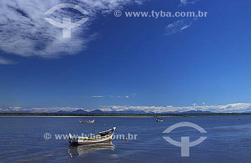 Barcos ancorados - Ilha de Superagüi - Paraná - Brasil  - Guaraqueçaba - Paraná - Brasil