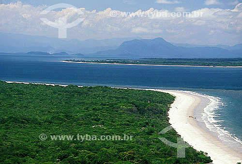 Ilha do Mel e ao fundo Ilhas das Peças e Serra Negra - Paraná - Brasil / Data: 2008