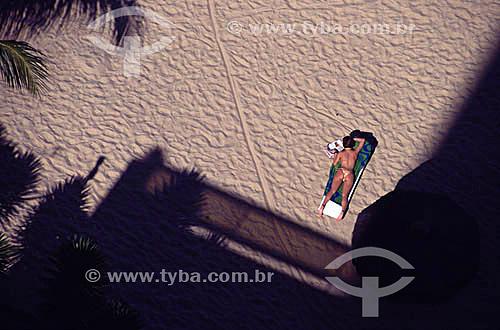 Mulher na praia - Sheraton Hotel - Praia da Piedade - Recife - Brasil  - Recife - Pernambuco - Brasil