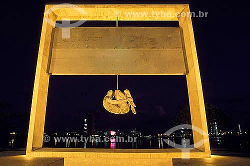Monumento Tortura Nunca Mais à noite - Recife - Pernambuco / Data: 2006