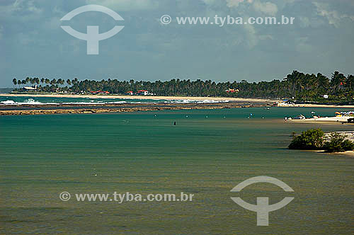 Praia, mar e recife de coral em Muro Alto - Litoral de Pernambuco - Brasil  - Ipojuca - Pernambuco - Brasil