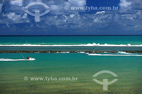 Jet Skys no mar perto de recife de coral - Muro Alto -  Litoral de Pernambuco - Brasil  - Ipojuca - Pernambuco - Brasil