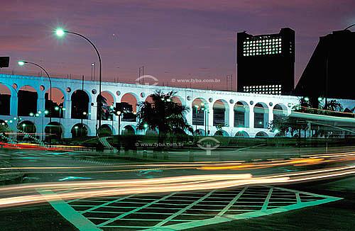 Arcos da Lapa   à noite -  Centro do Rio de Janeiro - RJ - Brasil  Aqueduto em estilo romano do século XVIII (Rio colonial), com uma dupla arcada de 42 arcos. Patrimônio Histórico Nacional desde 05-04-1938.   - Rio de Janeiro - Rio de Janeiro - Brasil