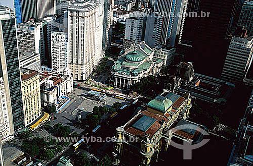 Vista aérea do Centro do Rio de Janeiro mostrando a Praça da Cinelândia (1), o Teatro Municipal (ou Theatro Municipal) (2) ao centro, a Assembléia Legislativa (3) à esquerda, o MNBA-Museu Nacional de Belas Artes (4) à direita e (na parte inferior da foto) o prédio da Fundação Biblioteca Nacional (5) , construído entre 1905 e 1910 - RJ - Brasil(1) O verdadeiro nome da Praça da Cinelândia é Praça Marechal Floriano Peixoto, que também já se chamou  Largo da Mãe do Bispo.(2) Inspirado na Ópera de Paris o teatro foi inaugurado em 1909. É Patrimônio Histórico Nacional desde 21-05-1952. (3) Palácio Pedro Ernesto,1920.(4) Inspirado no Museu do Louvre, o prédio foi construído para abrigar a Real Escola de Artes e Ofícios, Escola Nacional de Belas Artes, e foi transformado durante o governo de Getúlio Vargas no  Museu Nacional de Belas Artes.  O Museu é Patrimônio Histórico Nacional desde 24-05-1973.(5) A Biblioteca foi construída entre 1905 e 1910. É Patrimônio Histórico Nacional desde 24-05-1973.  - Rio de Janeiro - Rio de Janeiro - Brasil