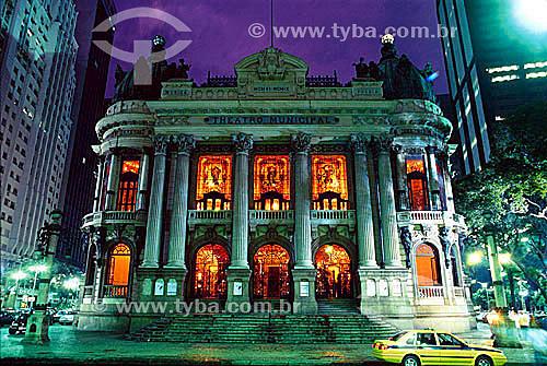 Teatro Municipal (ou Theatro Municipal)  - Centro da cidade do Rio de Janeiro à noite- RJ - Brasil - 2004  Inspirado na Ópera de Paris o teatro foi inaugurado em 1909. é Patrimônio Histórico Nacional desde 21-05-1952.  - Rio de Janeiro - Rio de Janeiro - Brasil