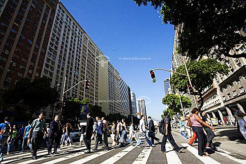 Assunto: Avenida  Presidente Vargas - Pedestres atravessando a rua / Local:  Centro - Rio de Janeiro - RJ - Brasil / Data: 2007