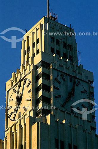 Detalhe de arquitetura - Relógio da Central do Brasil (Estrada de Ferro Central do Brasil), construída no governo de Getúlio Vargas em estilo art déco - centro da cidade do Rio de Janeiro - RJ - Brasil  - Rio de Janeiro - Rio de Janeiro - Brasil