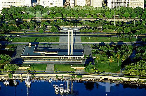 Vista aérea do Monumento aos Mortos da Segunda Guerra Mundial - Monumento aos Pracinhas - construído entre 1957 e 1960 - Aterro do Flamengo (Parque do Flamengo) - Rio de Janeiro - RJ - Brasil  - Rio de Janeiro - Rio de Janeiro - Brasil