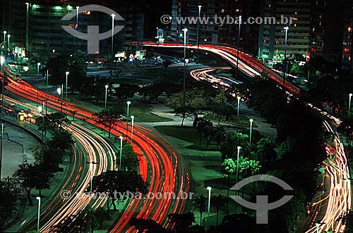 Vista das luzes dos carros cruzando as avenidas de Botafogo, formando desenho gráfico à noite - Rio de Janeiro - RJ - Brasil  - Rio de Janeiro - Rio de Janeiro - Brasil