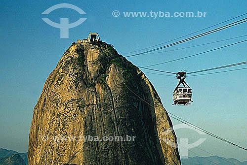 Detalhe do Pão de Açúcar   com o bondinho - Rio de Janeiro - RJ - Brasil  é comum chamarmos de Pão de Açúcar, o conjunto da formação rochosa que inclui o Morro da Urca e o próprio Morro do Pão de Açúcar (o mais alto dos dois). O conjunto rochoso é Patrimônio Histórico Nacional desde 08-08-1973.  - Rio de Janeiro - Rio de Janeiro - Brasil