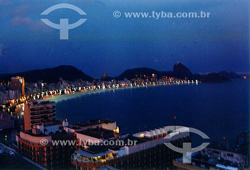 Vista da Praia de Copacabana à noite - Rio de Janeiro - RJ - Brasil  - Rio de Janeiro - Rio de Janeiro - Brasil