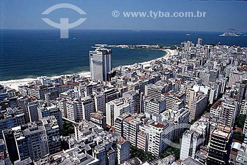 Vista aérea dos prédios de Copacabana com o Forte de Copacabana adentrando o Oceano Atlântico ao centro no fundo - Rio de Janeiro - RJ - Brasil  - Rio de Janeiro - Rio de Janeiro - Brasil