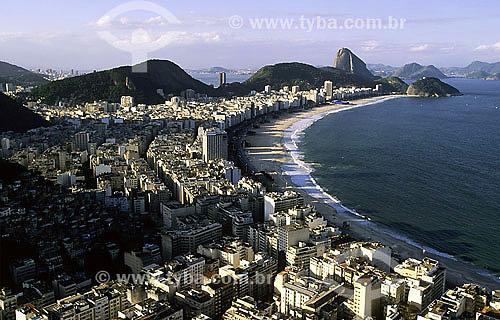Vista aérea do bairro de Copacabana com Pão de Açucar ao fundo - Rio de Janeiro - RJ - Brasil / Data: 2007