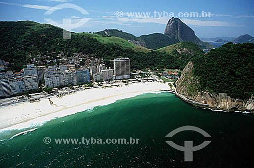 Praia do Leme (1) com o Morro do Leme à direita e o Pão de Açúcar (2) ao fundo - Copacabana - Rio de Janeiro - RJ - Brasil(1) É chamada Praia do Leme a ponta da Praia de Copacabana ao pé do Morro do Leme. (2) É comum chamarmos de Pão de Açúcar, o conjunto da formação rochosa que inclui o Morro da Urca e o próprio Morro do Pão de Açúcar (o mais alto dos dois). O conjunto rochoso é Patrimônio Histórico Nacional desde 08-08-1973.  - Rio de Janeiro - Rio de Janeiro - Brasil