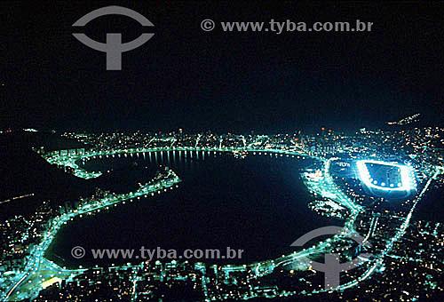 Vista aérea da iluminação noturna da Lagoa Rodrigo de Freitas   e arredores com destaque para o Hipódromo da Gávea à direita - Rio de Janeiro - RJ - Brasil / Data: 2008  Patrimônio Histórico Nacional desde 19-06-2000.