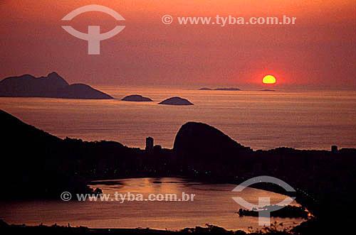 Lagoa Rodrigo de Freitas   vista da Estrada das Paineiras ao pôr-do-sol  - Rio de Janeiro - RJ - Brasil / Data: 05/1992  Patrimônio Histórico Nacional desde 19-06-2000.